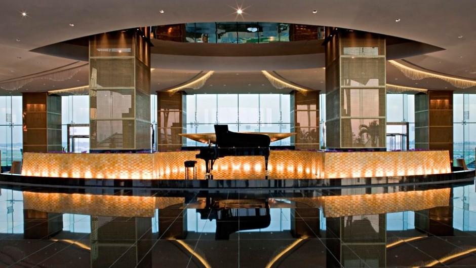 기업 로비 피아노
