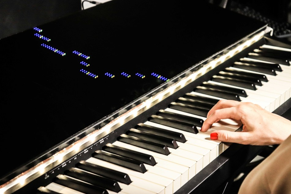Piano learning is made easier for beginners with the Arcade, a full-sized display that turns the piano into a retro-style game.